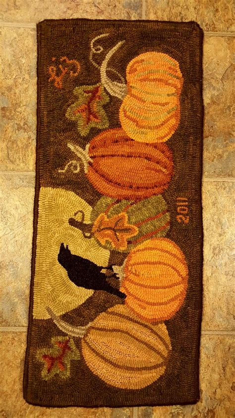 traditional rug hooking patterns 2666 best images about traditional rug hooking on hooked rugs wool and