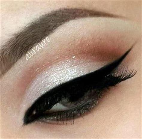 imagenes de ojos pintados con sombras ojos maquillados con delineado negro paso a paso