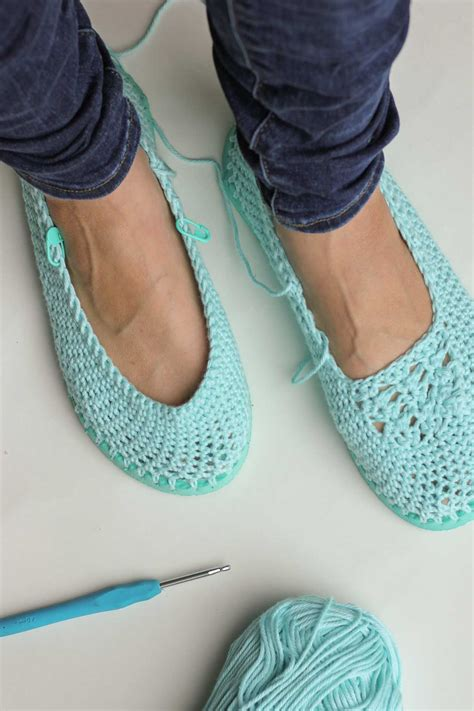 how to make house slippers free crochet slippers pattern with flip flop soles