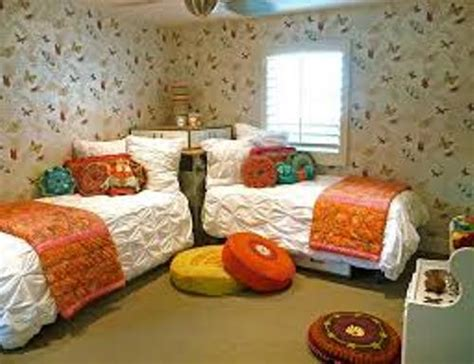 what to do with a small bedroom how to arrange a small bedroom with two beds 5 ways
