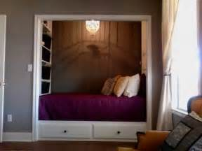 Bed Closet by 25 Best Ideas About Bed In Closet On Closet