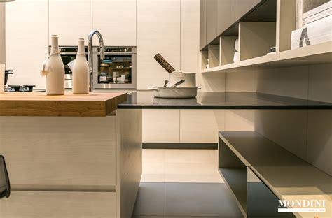 cucine moderne con isola prezzi cucina con isola scavolini modello motus scontata 41