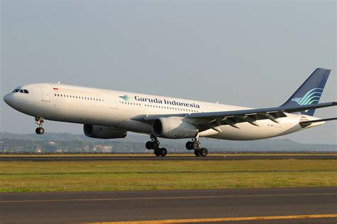 garuda indonesia file garuda indonesia airbus a330 300 pichugin 4 jpg