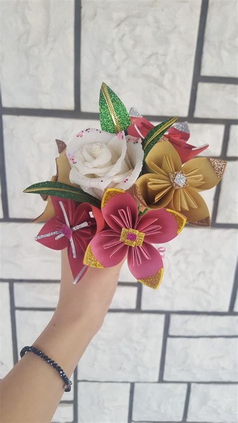 Beautiful Handmade Paper Flowers - makes the most beautiful bouquets out of handmade