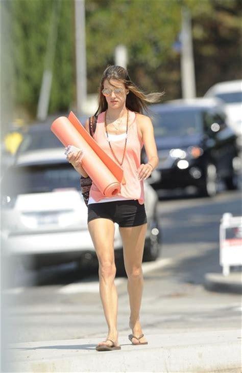 Alessandra Ambrosio Uh Walks Around by Alessandra Ambrosio Walks To Class Zimbio