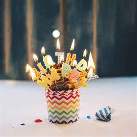immagini candele compleanno cupcake con illuminazione candele buon compleanno