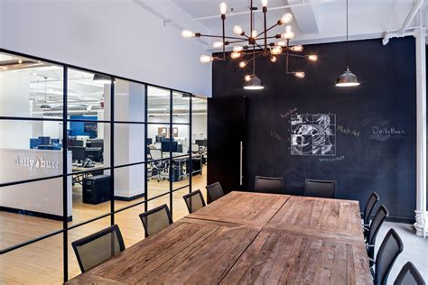 Ny Office by Inside Dailyburn S Sleek Headquarters In Nyc Officelovin