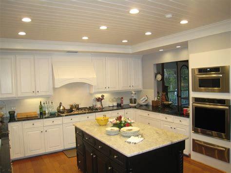 cuisine 駲uip馥 petit espace cuisine amenagement cuisine petit espace avec violet