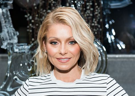 seriously i m no kelly ripa but i cut my hair similar kelly ripa s no makeup photos prove she s gorgeous bare