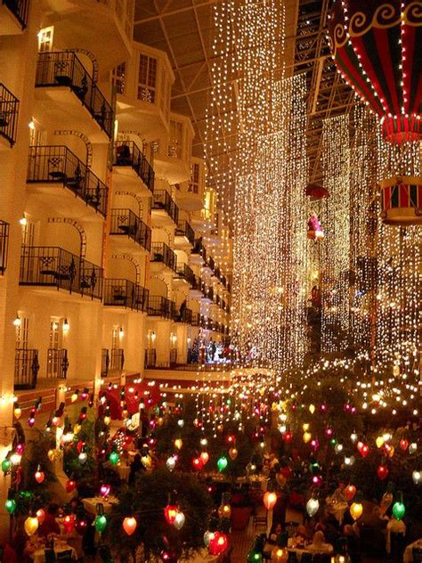 christmas at opryland nashville when my wanderlust gets