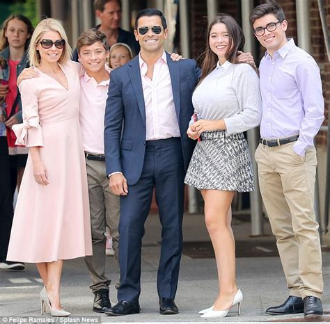 kelly ripa lookalike daughter lola 14 has ripas eyes kelly ripa looks chic with family for easter photos in nyc