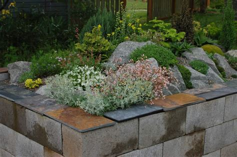 12 amazing cinder block raised garden beds grid world