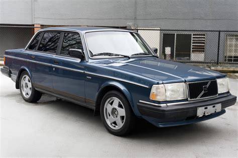 reserve  volvo dl  sale  bat auctions sold    february