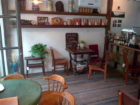 gaya desain coffee shop rumahan hadirkan kedai kopi