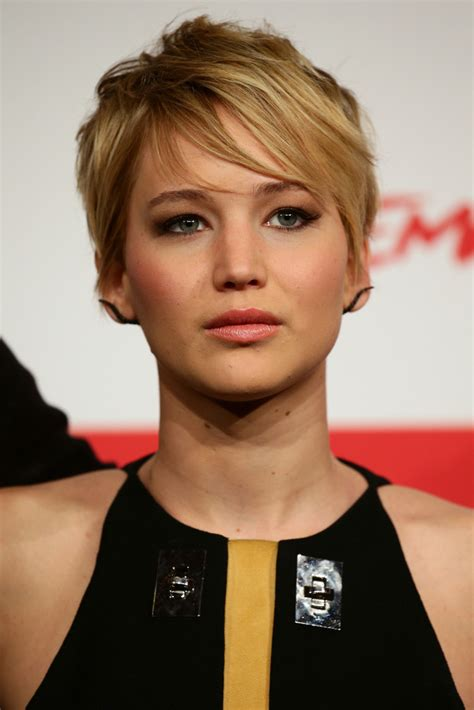 instructions for jennifer lawrece short haircut jennifer lawrence messy cut jennifer lawrence hair looks