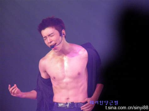 super junior donghae abs poll result who has better abs yunho vs donghae