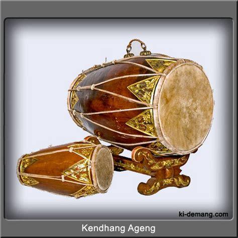 Indonesian Traditional Art: Gamelan instruments