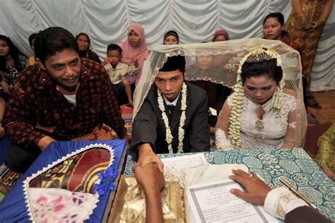 indonesian wedding indonesian wedding abc news australian broadcasting