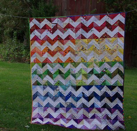 rainbow zig zag quilt pattern sane crazy crumby quilting zig zag rainbow
