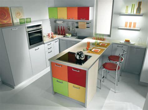 peindre ses meubles de cuisine peinture de cuisine comment faire entrer la couleur