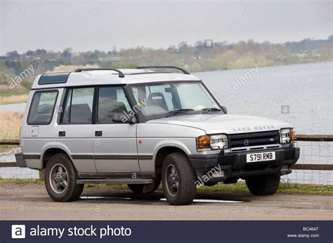 silver land rover discovery land rover discovery stock photos land rover discovery