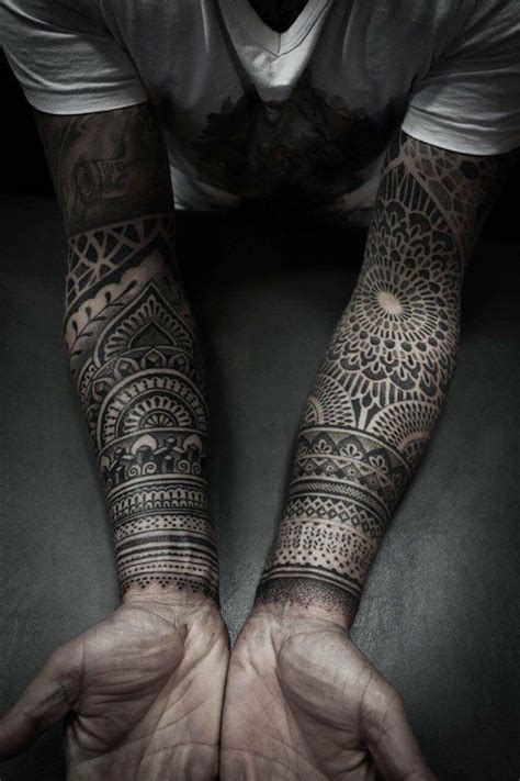 t tattoos trends tatouage homme motifs tribal inspiration