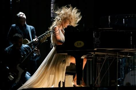 taylor swift all too well live grammys daft punk macklemore ryan lewis and lorde prevail at