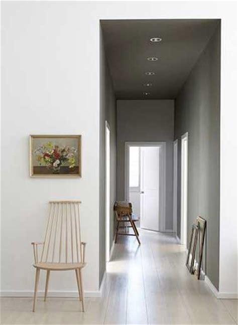Formidable Couleur Peinture Couloir Sombre #1: deco-de-couloir-peinture-gris-perle-et-parquet-clair.jpg