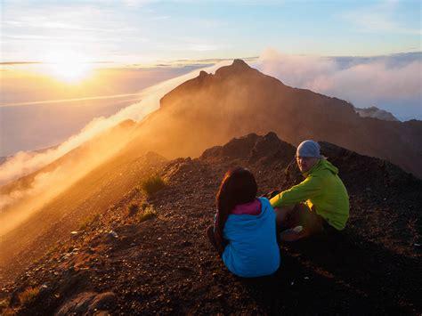 Senter Gunung mendaki puncak tertinggi pulau bali wira nurmansyah