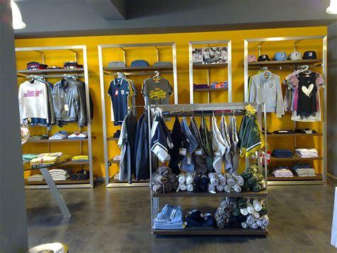 arredamento per negozio abbigliamento arredamento negozio abbigliamento arredo negozi vestiti