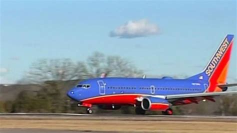 southwest flight makes emergency landing in salt lake engine on southwest jet forces emergency utah landing abc7news