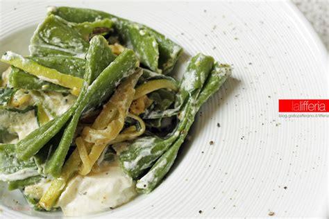 come si cucinano gli spinaci strichetti verdi con zucchine e robiola