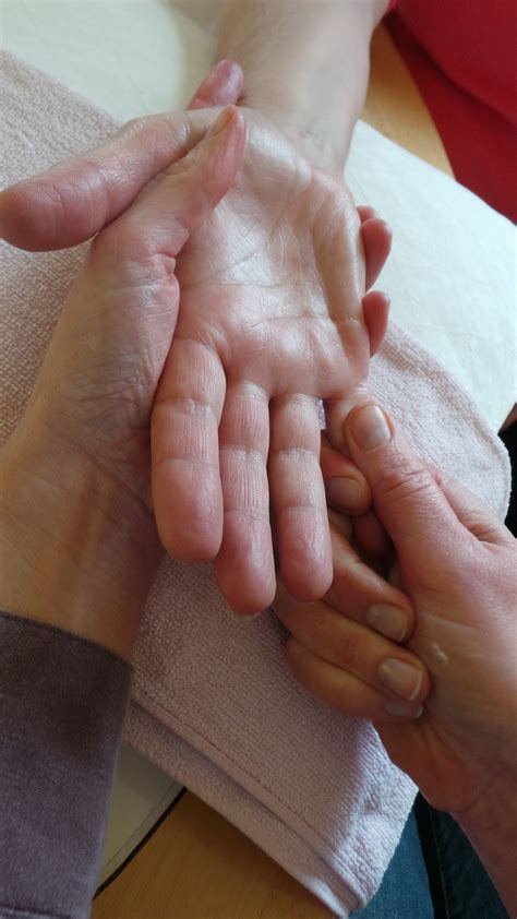 comforting hands massage gallery clinic and home visits clare ella aromatherapy