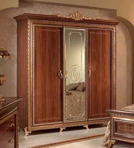 armadio piccolo armadio classico in noce con 3 ante e specchio centrale