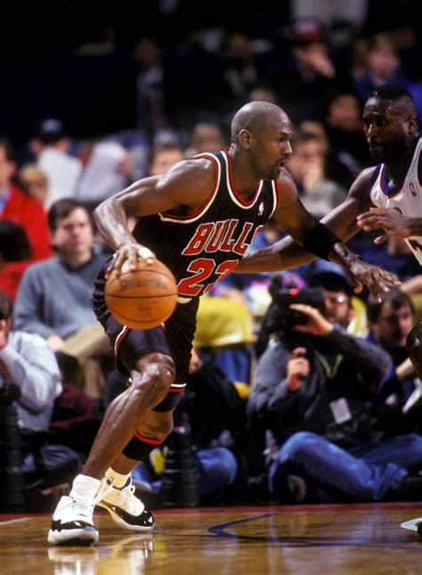 basketball shoes worn by nba players flashback best shoes worn with the original chicago
