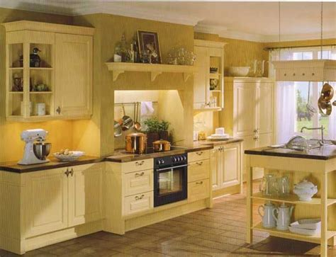 yellow country kitchen 25 best ideas about small country kitchens on