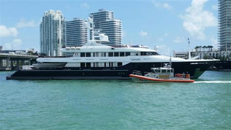 yacht unbridled 58m superyacht unbridled runs aground off of miami boat