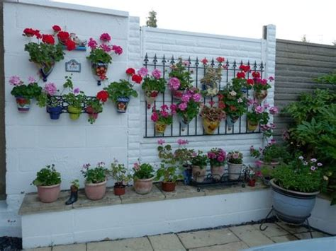 Small Walled Garden Ideas I This Especially The Gate On The Wall Small Garden Idea Flower Bed Decorations