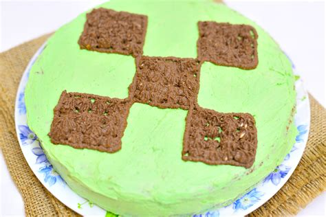 How To Decorate A Minecraft Cake by How To Decorate A Minecraft Creeper Cake 11 Steps With
