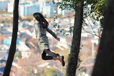 girl  levitates randommization