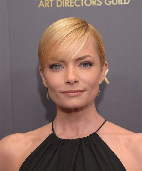 jaime pressly s chic short bob with the sides tucked back jaime pressly haircut haircuts models ideas