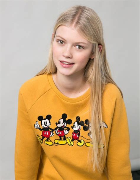 Sweater Disney Bershka sweater bershka mustard disney mickey mouse jumper
