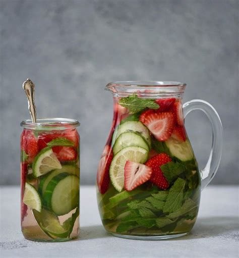 cara membuat infused water lemon strawberry mint infused water