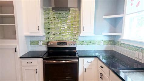 glass backsplashes for kitchens