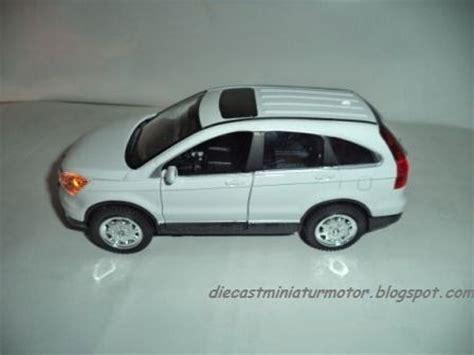 Miniatur Mobil Tomica Daihatsu Cast 158 mainan miniatur mobil lu nyala dan ada suara musik dan