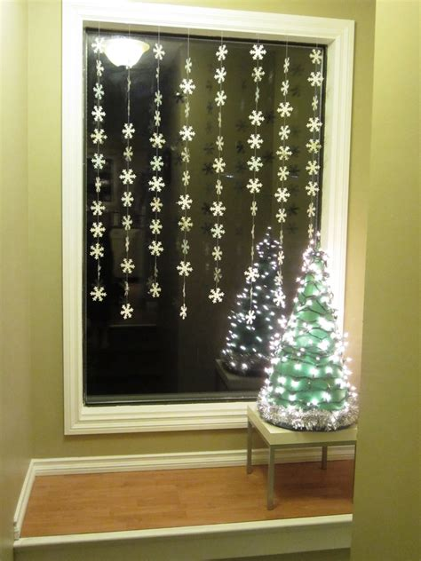 window decor christmas window decoration ideas homesfeed