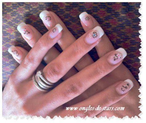 faux ongles avec motifs pose de gel faux ongles avec dessins autocollant