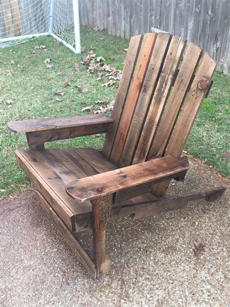 diy pallet chair 125 awesome diy pallet furniture ideas