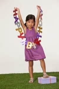 kindergeburtstag zuhause feiern bastelanleitung einladungskarte pyjamaparty in form einer