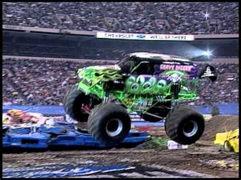 grave digger monster truck videos youtube monster jam grave digger monster truck 30th anniversary